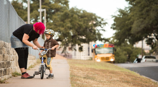 Cách dạy con biết đi xe đạp chỉ sau một buổi tập