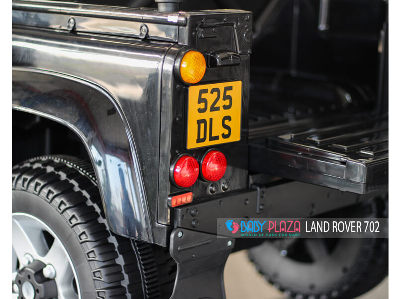 phía sau của ô tô điện Land Rover 702
