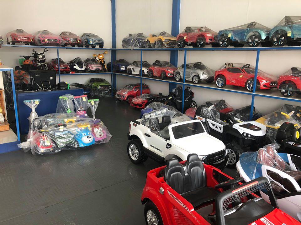 cửa hàng ô tô điện cho bé