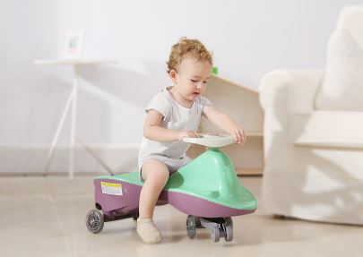 có nên cho bé 1 tuổi sử dụng xe lắc không